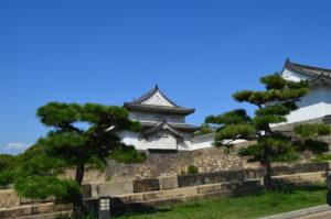 Foto dall'esterno del castello di Osaka.