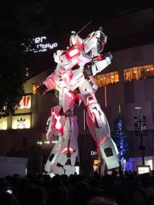 Foto di Gundam a dimensioni reali.