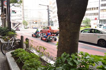 Foto Mario Kart in strada reale.