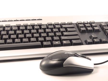 Una tastiera e un Mouse.