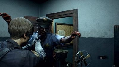 resident evil 2 remake leon alle prese con un poliziotto zombie