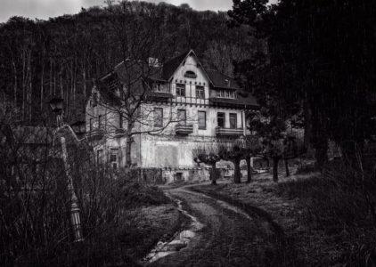 Una casa abbandonata.